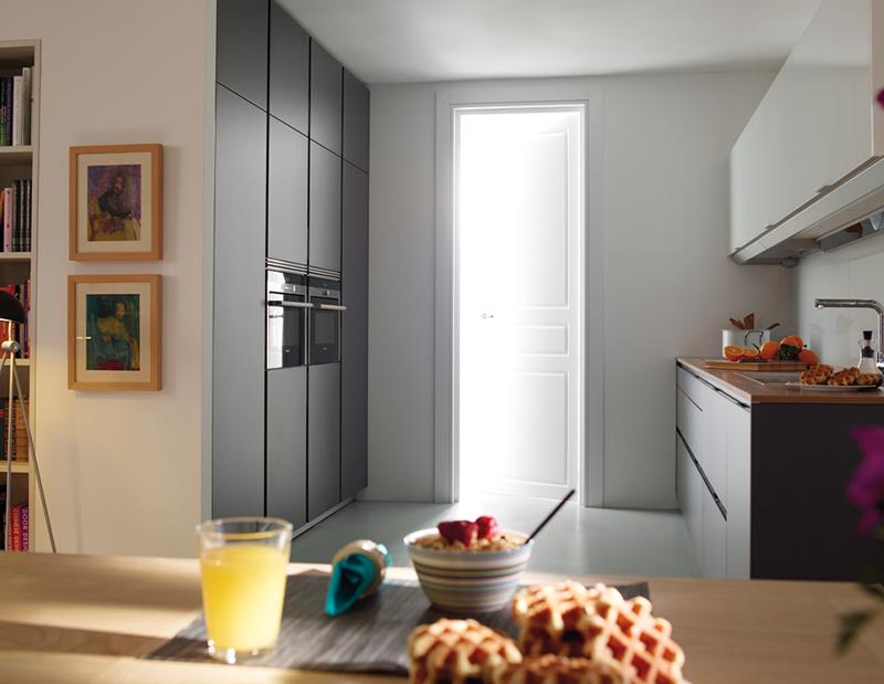 C mo aprovechar el espacio en una cocina peque a muebles - Aprovechar espacio cocina ...